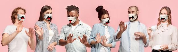 분홍색 산호에 보호용 얼굴 마스크를 쓴 겁 먹은 여성과 남성 그룹