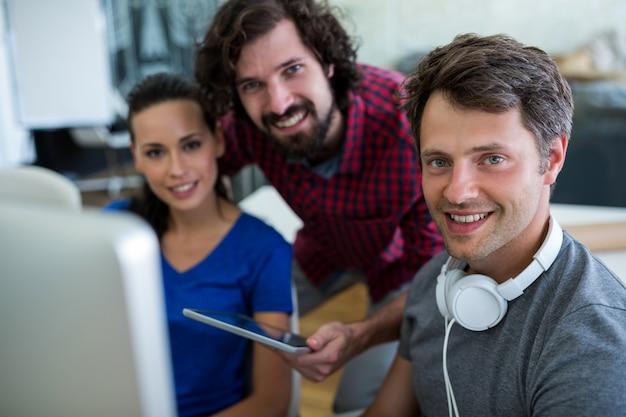 디지털 태블릿 그래픽 디자이너 그룹