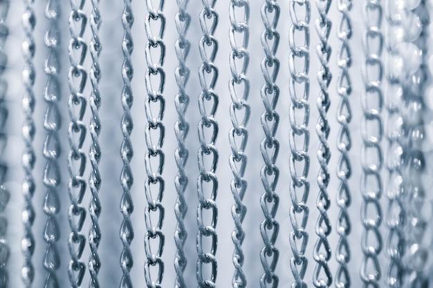 Группа многих металлических цепей