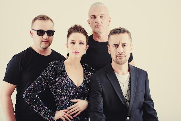 音楽バンドのメンバーのグループ
