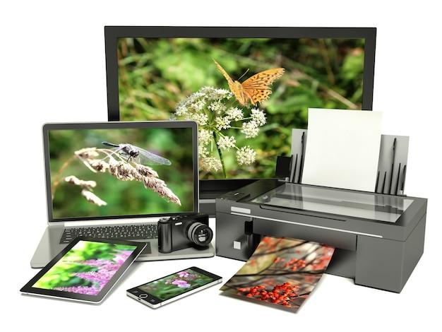 オフィス機器のグループ。写真の印刷。白で隔離