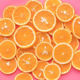 オレンジ色の果物と夏のコンセプトのアイデアのグループ