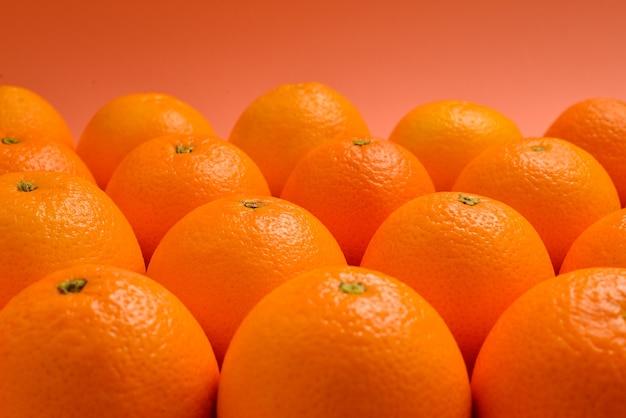 오렌지에 연속으로 오렌지의 그룹