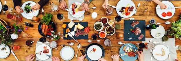 Концепция обеденного стола