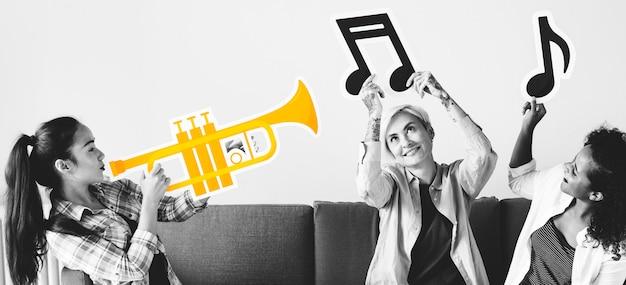 음악 아이콘을 즐기는 사람들의 그룹