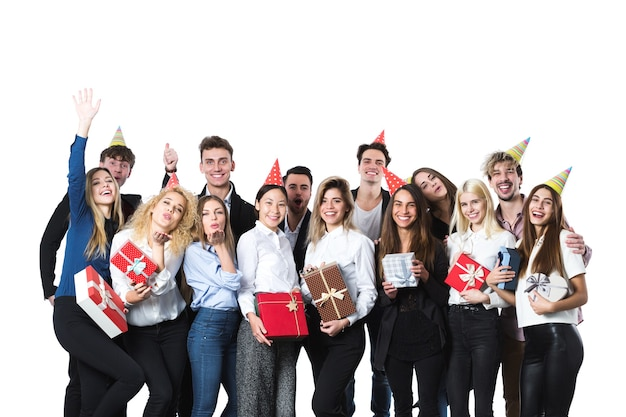 선물 상자와 파티를 가진 사람들의 그룹입니다. 휴가의 개념.