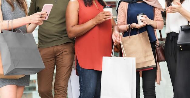사람들이 쇼핑 개념의 그룹