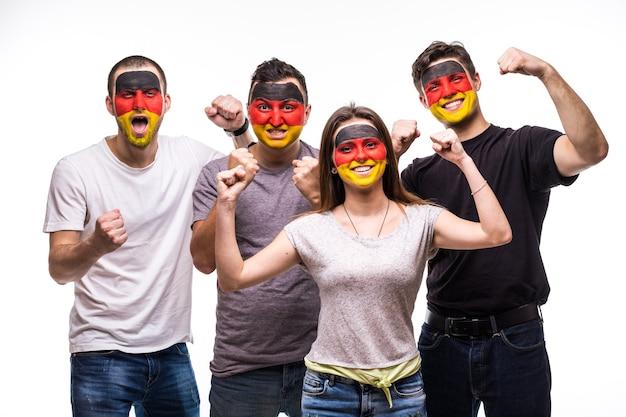旗が描かれたドイツ代表チームのファンを支持する人々のグループは、幸せな勝利の感情に直面しています。ファンの感情。