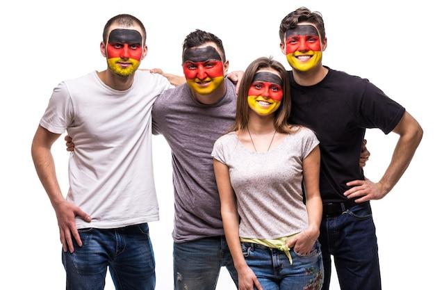 描かれた旗の顔を持つドイツ代表チームの人々のサポーターファンのグループは、幸せな感情を笑顔にします。ファンの感情。