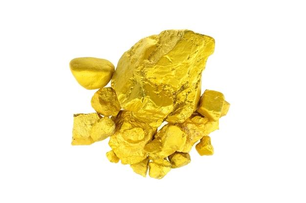白い背景の上の貴重な金塊のグループ