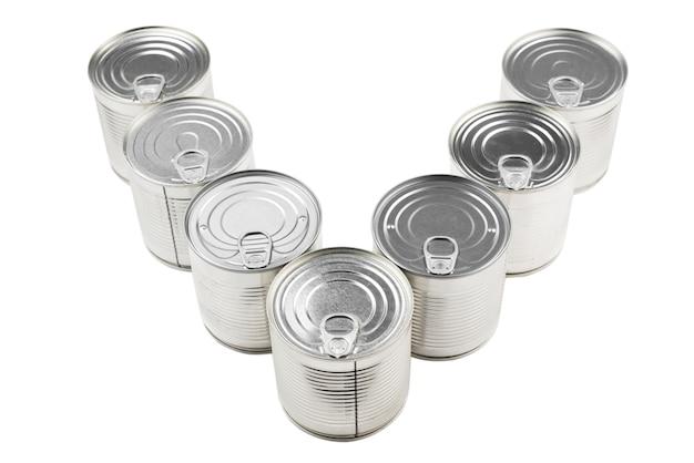 白の銀の缶詰食品のグループ。