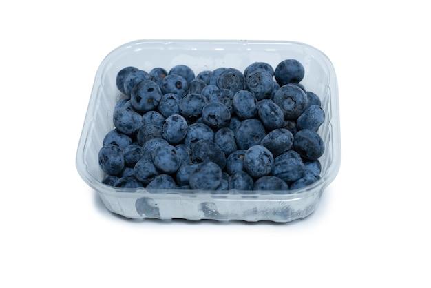 맛 있는 신선한 블루베리 흰색 배경에 고립의 그룹입니다.