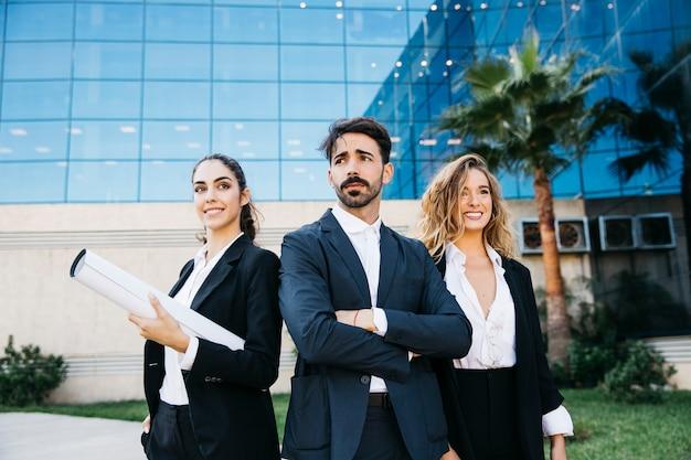 3人の建築家のグループ