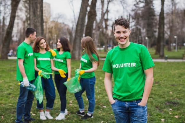 자연에서 자원 봉사자의 그룹