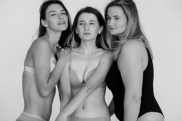 여성의 성공 다양성 아름다움 신체 긍정적인 그룹과 사람들의 개념 고품질 사진