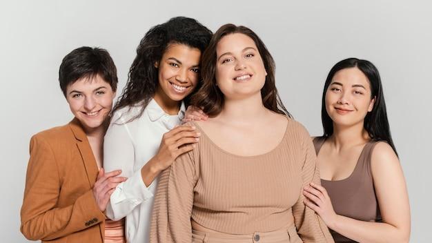 一群女人花时间在一起