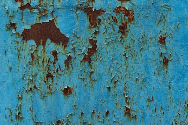 古い剥離青いペンキとグランジ背景。錆の筋を伴う鉄の腐食。