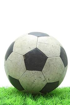 Гранж футбол футбол на зеленой траве