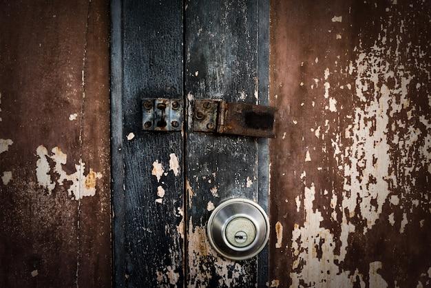 Шероховатый деревянный фон текстуры двери