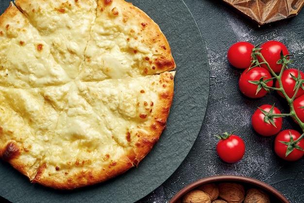 Gruzinsky焼きパイと塩チーズ-ハチャプリ。上面図