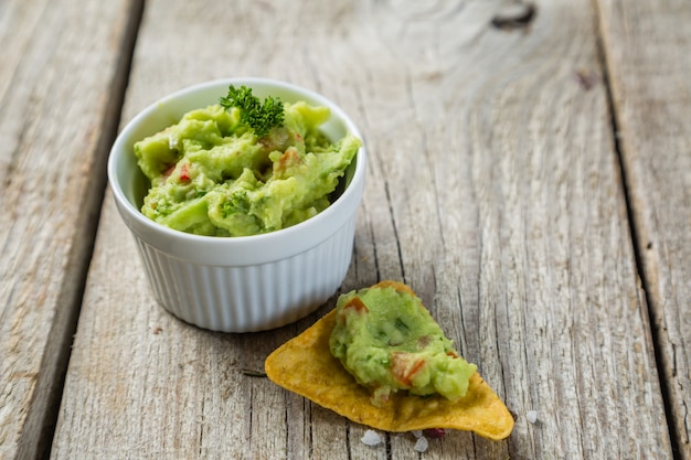 Guacamole sauce and nachos