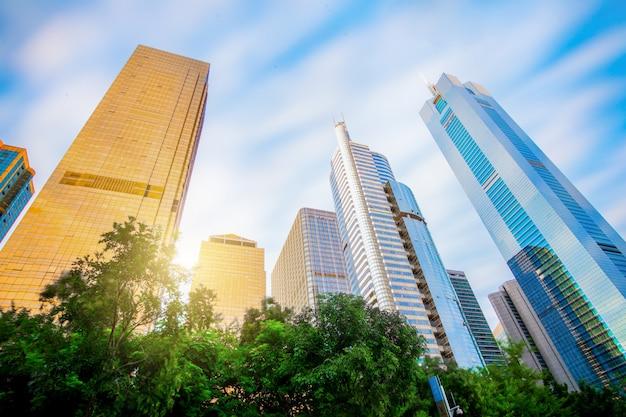 광저우, 중국 -6 월 2 일 : 광저우에서 2014 년 6 월 2 일에 새로운 주거 건물. 광저우는 중국에서 가장 비싼 주거용 부동산 시장 중 하나입니다.