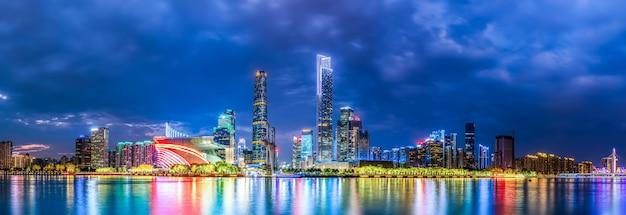 광저우시 밤과 건축 풍경 스카이 라인
