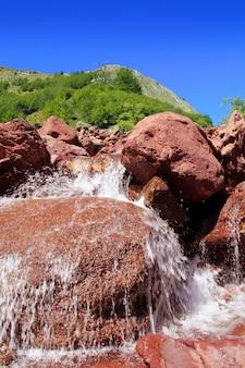 Родено скалы водные пиренеи guarrinza aiguestorte