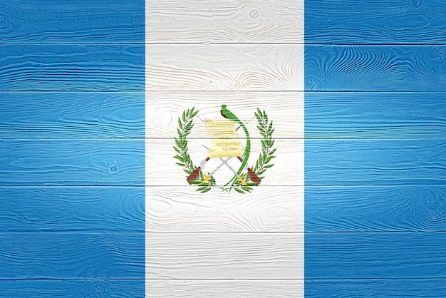 木製の板に描かれたグアテマラの国旗