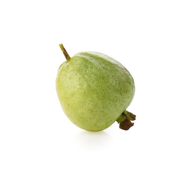 Плоды гуавы, изолированные на белом фоне