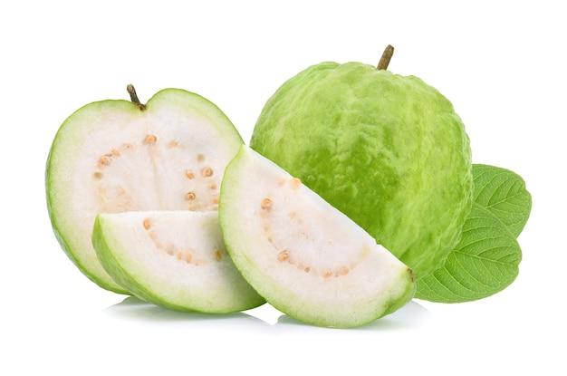 白で分離されたグアバ果実