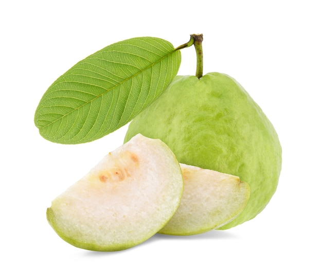 白で隔離の葉を持つグアバ果実