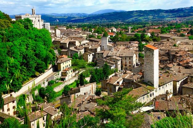 イタリア、ウンブリア州の中世の町、グッビオ