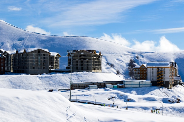 ジョージア州グダウリ-2021年2月6日:スキーリゾート、雪山、ホステル。