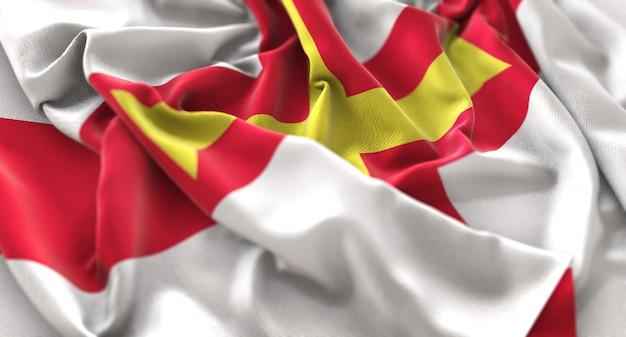 ガーンジーの旗は、美しく波打つマクロ接写