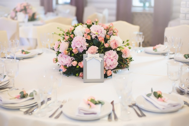 Гостевой столик с цветами