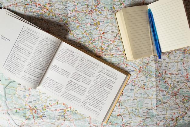マップ上のガイドブックとノートブック