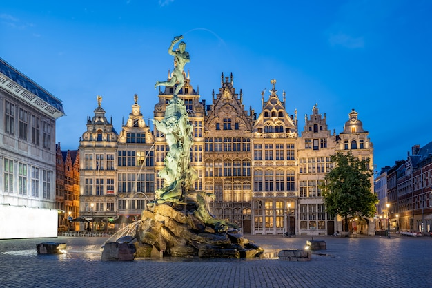 Ратуша гроте маркт из антверпена в бельгии