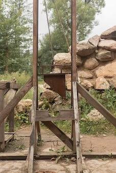 Средневековое обезглавленное оборудование гильотины для наказания крупным планом