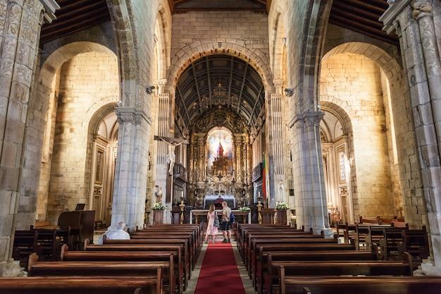 기마라에스, 포르투갈 - 7월 11일: 포르투갈 기마랑이스에서 2014년 7월 11일에 igreja de nossa senhora da oliveira 교회