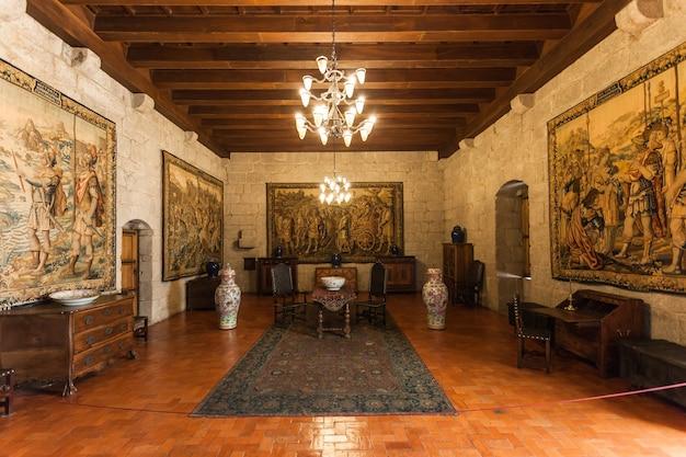 기마라에스, 포르투갈 - 7월 11일: 포르투갈 기마랑이스에서 2014년 7월 11일에 브라간자 공작의 궁전 내부