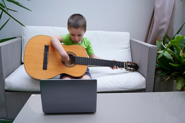 Guitar lessons on the internet