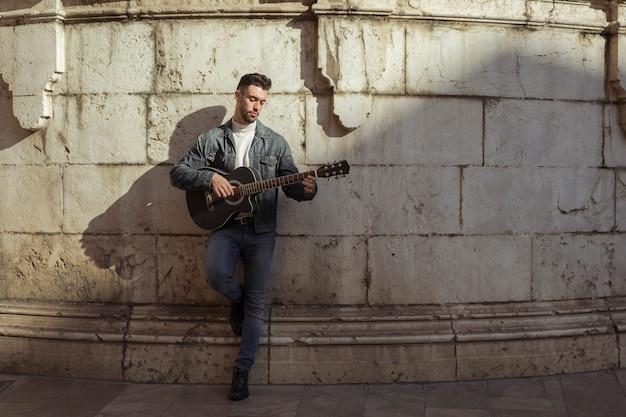 Уличные музыканты нередко рискуют здоровьем