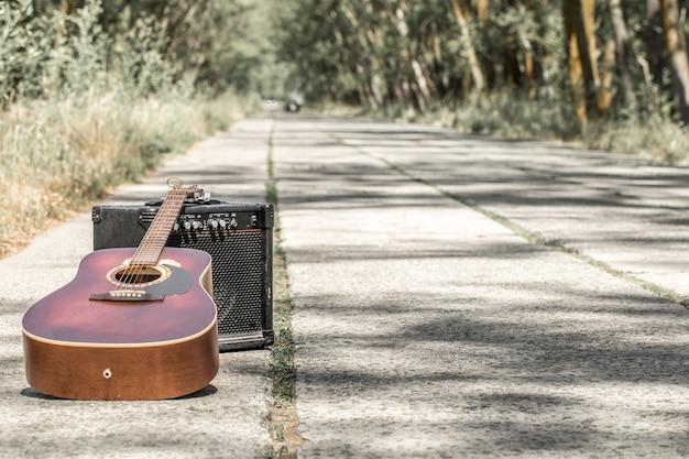 道路上のギター
