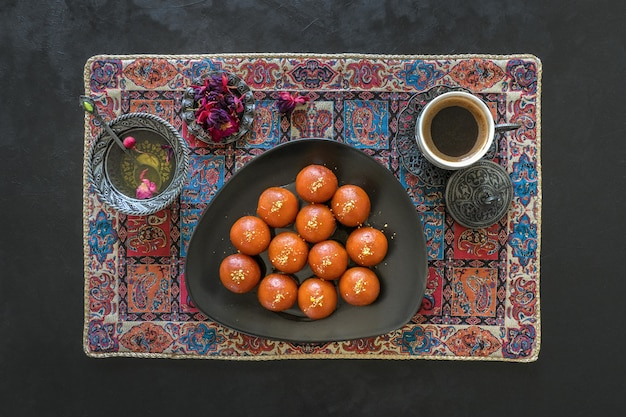 インドの伝統的な甘いgulab jamun、トップビュー