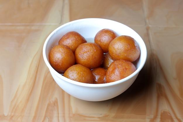 Gulab jamunインドの甘いボウル