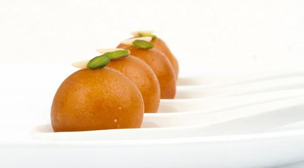 インドの甘い食べ物gulab jamun