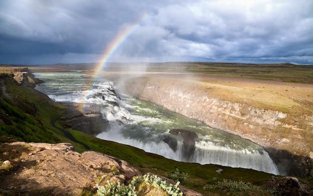 Гюдльфосс (золотой водопад), самый известный водопад исландии. Premium Фотографии