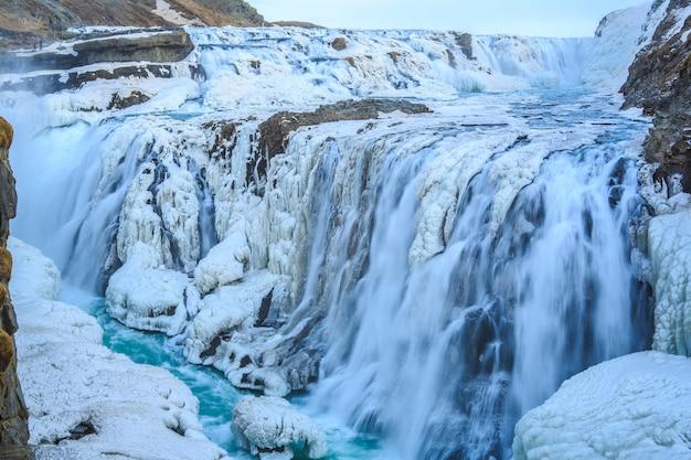 Гюдльфосс - один из самых популярных исландских водопадов.