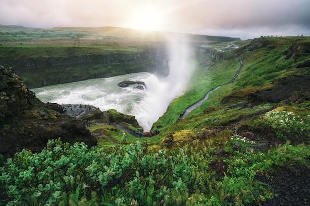 Ландшафт водопада gullfoss в исландии.